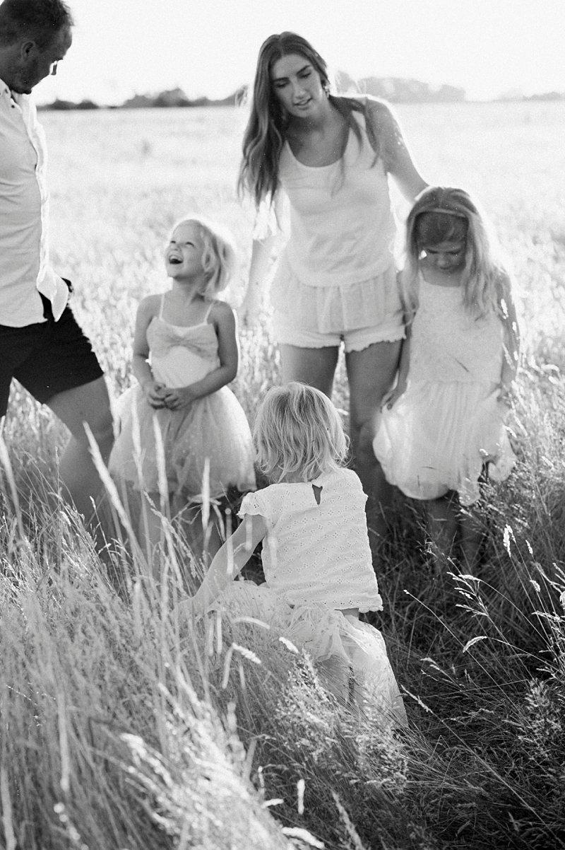 family portraits berwick, natural family portrait in paddock